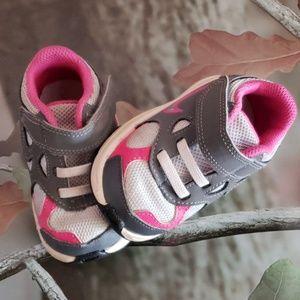 Little girls Nike Advantage Runner 2 size 4C